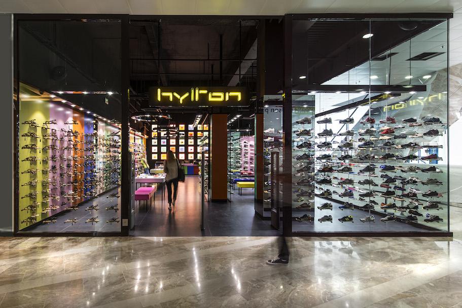 nouveau concept 5b5bd fda17 Hylton Centre Bourse / Marseille | padovani
