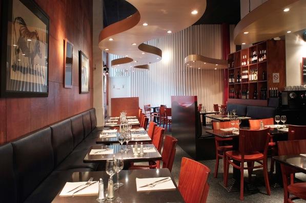 Un restaurant conçu au début des années 80 par  les architectes de CCD Architecture. Dans les années 90, les couleurs, l'éclairage et le mobilier ont été renouvelés. Le comptoir-bar a été restructuré été 2011.